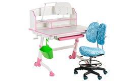 Blauwe stoel, roze schoolbank, groene mand en bureaulamp Royalty-vrije Stock Afbeelding