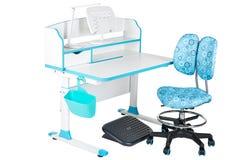 Blauwe stoel, schoolbank, blauwe mand, bureaulamp en zwarte steun onder benen Stock Fotografie