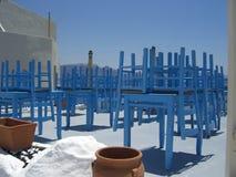 Blauwe stoelen en lijsten Stock Fotografie