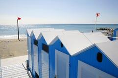 Blauwe strandhutten Stock Afbeelding