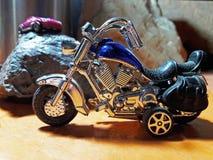 Blauwe stuk speelgoed motorfiets Stock Afbeeldingen
