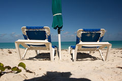 Blauwe sunbeds Royalty-vrije Stock Foto