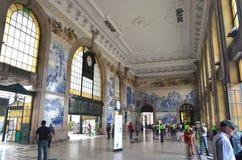 Blauwe Tegels Versierde Vestibule binnen van São Bento Railway Station in Porto, Portugal stock afbeelding
