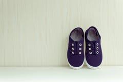 Blauwe tennisschoenen Stock Foto's