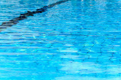Blauwe textuur van water Zwembad Omer, Negev, 27 Juni, 2015 in Israël Royalty-vrije Stock Foto