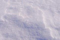 Blauwe textuurschaduwen op de witte sneeuw Royalty-vrije Stock Foto