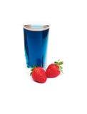 Blauwe Thaise thee en aardbeien Royalty-vrije Stock Afbeeldingen