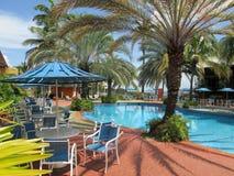 blauwe tropische pool Stock Afbeeldingen