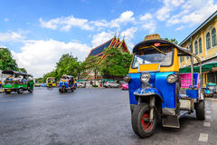 Blauwe Tuk Tuk, Thaise traditionele taxi in Bangkok Thailand royalty-vrije stock fotografie