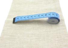 Blauwe uitgerolde ketting op linnen Royalty-vrije Stock Fotografie