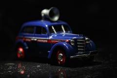 Blauwe uitstekende auto Stock Fotografie