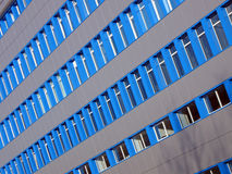 Blauwe vensters bij de nieuwe bureaubouw, Royalty-vrije Stock Afbeeldingen
