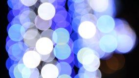 Blauwe verlichting op de straat tijdens Kerstmis bij nacht stock video