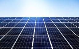 Blauwe vernieuwbare zonne-energie royalty-vrije stock foto