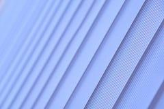 Blauwe verticale zonneblinden Zachte selectieve nadruk royalty-vrije stock fotografie