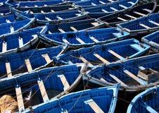 Blauwe vissersboten bij essaouira Royalty-vrije Stock Foto's