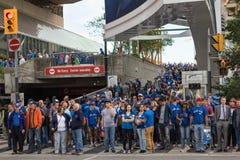 Blauwe Vlaamse gaaienventilators na de winst van Toronto stock afbeeldingen