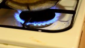 Blauwe vlammen van het branden van gas