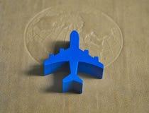 Blauwe vliegtuigen op de kaart Stock Foto's