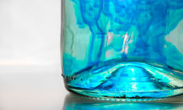 Blauwe vloeistof in een fles Stock Afbeeldingen