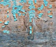 Blauwe vlokkige verf op een triplexachtergrond Stock Afbeelding