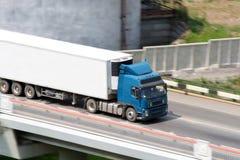 Blauwe vrachtwagen royalty-vrije stock foto