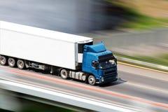 Blauwe vrachtwagen Stock Afbeeldingen