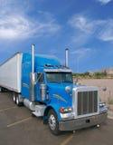 Blauwe Vrachtwagen Royalty-vrije Stock Afbeelding
