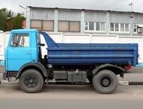 Blauwe vrachtwagen royalty-vrije stock foto's