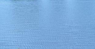 Blauwe waterrimpelingen Stock Foto