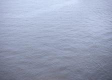 Blauwe waterspiegelachtergrond Stock Afbeeldingen