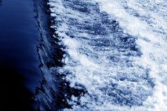 Blauwe waterstroom Royalty-vrije Stock Afbeeldingen