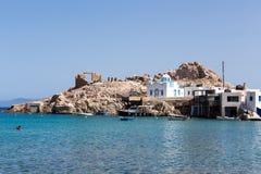 Blauwe Witte orthodoxe kerk in Firopotamos, Milos-eiland, Cyclade Royalty-vrije Stock Foto