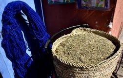 Blauwe wol en pot van zaden Royalty-vrije Stock Afbeeldingen