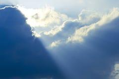 Blauwe wolken, hemel en zon Stock Afbeeldingen