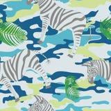 Blauwe zebra en palmbladen stock foto's