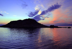 Blauwe zonsondergang over een ruïne Stock Fotografie