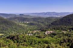 全景;包括巴尔热蒙、克拉维耶尔、Blavet峡谷、La Rocher de Roquebrune苏尔argents和Med 免版税库存照片