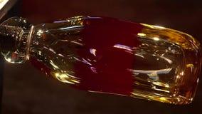 Blazend Glas, Glasoven, Beeld van een fabriek die glaskop, glas produceren die in fabriek blazen stock foto's