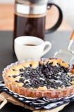 Blåbärpie och kaffe Arkivbild