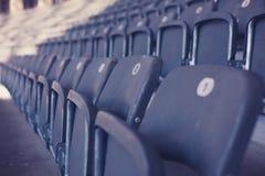 Bleachers in stadion Stock Foto's