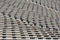 Bleachers vuoti dello stadio di football americano del metallo Immagini Stock