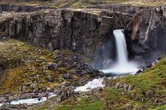 Bleiksarfoss dans Eskifjordur, à l'est de l'Islande Image stock