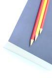 Bleistift auf dem Buch Stockbilder