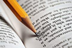 Bleistift-auf-ein-Buch Lizenzfreies Stockbild
