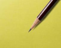 Bleistift auf einer Anmerkung Lizenzfreie Stockfotografie