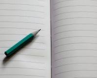 Bleistift auf Papier stockbild
