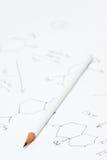 Bleistift auf Papier mit chemischer Formel Stockfoto