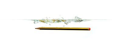Bleistift auf Wasser lizenzfreie stockbilder