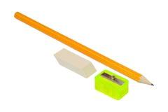 Bleistift, Bleistiftspitzer und Radiergummi Stockfotos
